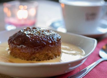 sponge pudding and coffee